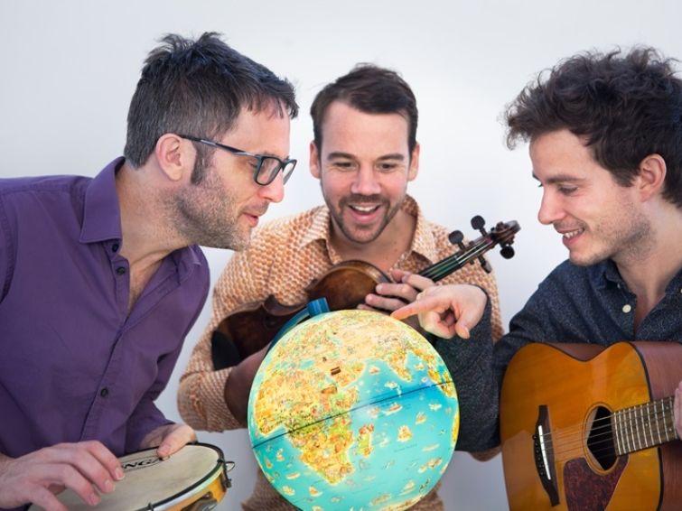 LE TOUR DU MONDE EN CHANSONS - LE BAYA TRIO | Écoles Kids Concerts